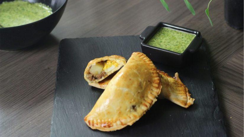 Argentijnse pasteitjes gevuld met rundergehakt, ei. olijf, aardappel en ei. Ook wel bekend als empanadas.