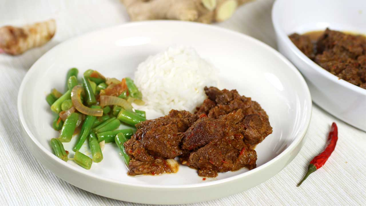 Rendang met rijst en boontjes