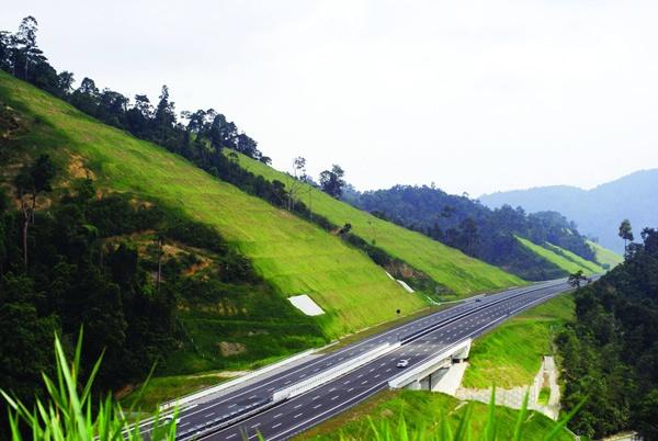Lekas Highway