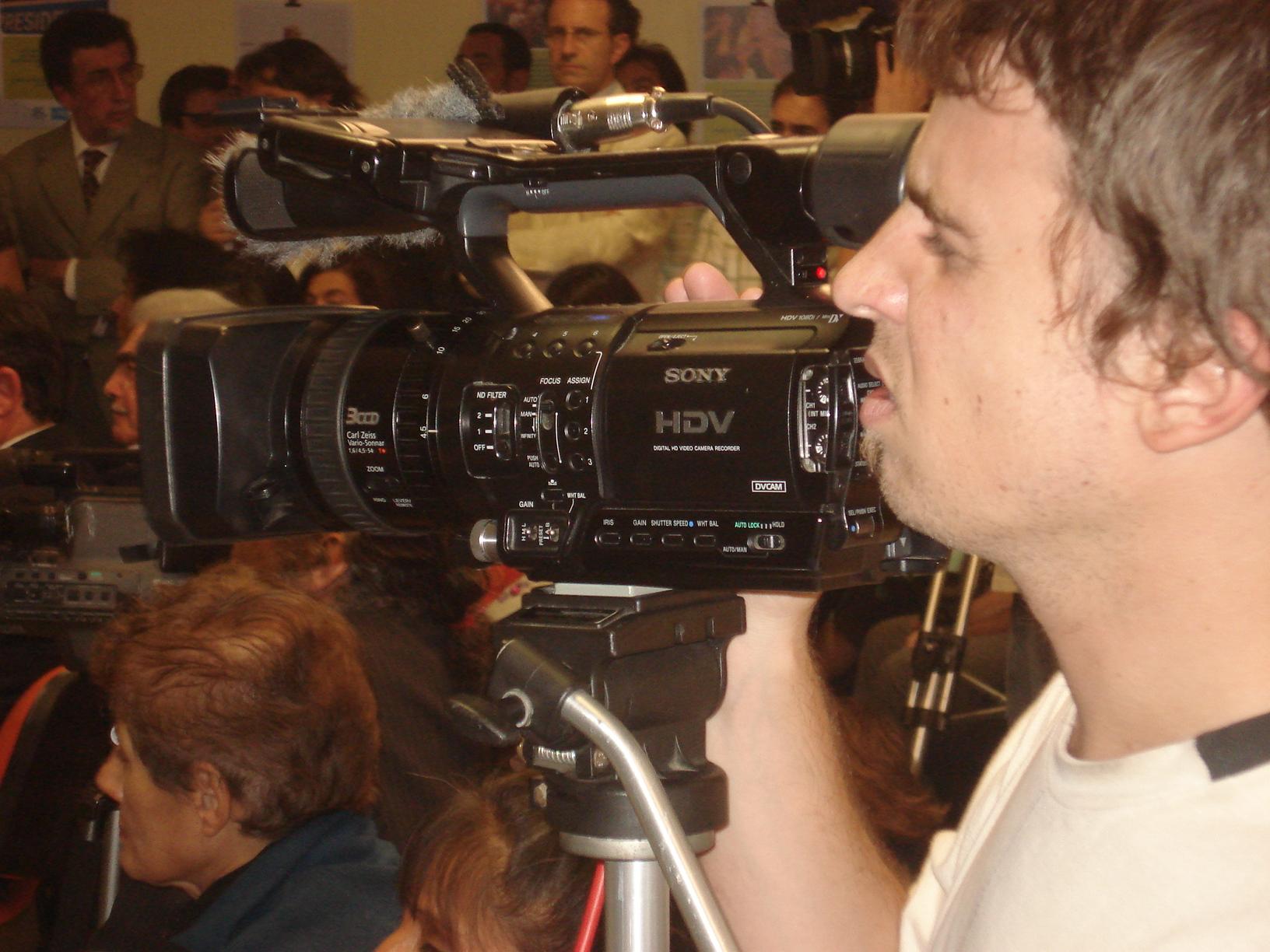 Profesionalismo y compenetración del cámara.