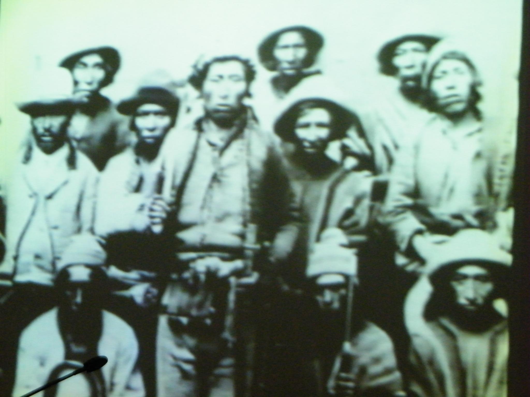 Los pueblos originarios avasallados son diezmados durante la colonia y hasta la actualidad. ¿No es hora aun de poner fin a la discriminación, avasallamiento y sometimiento racial?