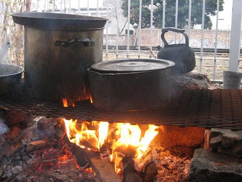 La olla estaba caliente y abierta para todos, se producían verduras y otras hierbas sanas allí, para nutrir el cuerpo y el alma. Sin dinero, cosa que el gobierno no entiende...