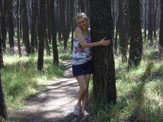 !Juliana Bianchini FB abraza árbol