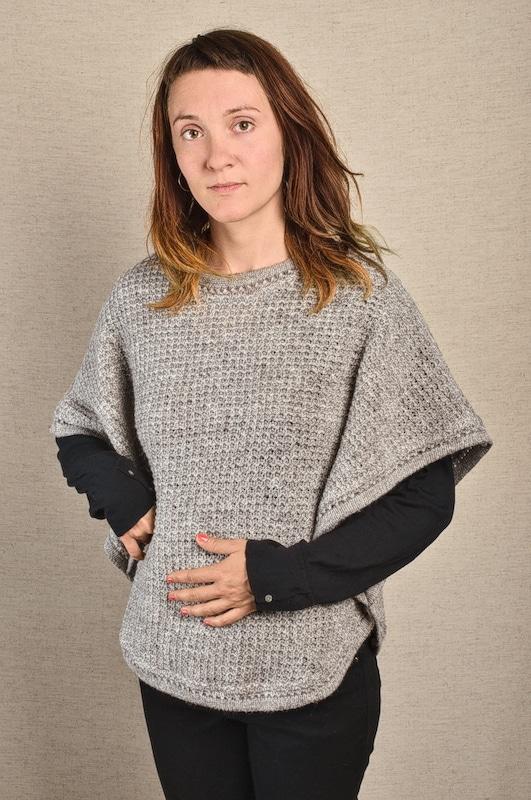 poncho pure laine vierge gris tricot aéré