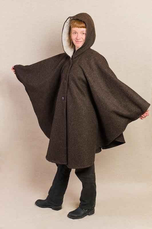 cape pure laine vierge capuche marron