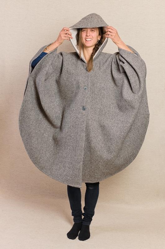 cape pure laine vierge capuche grise