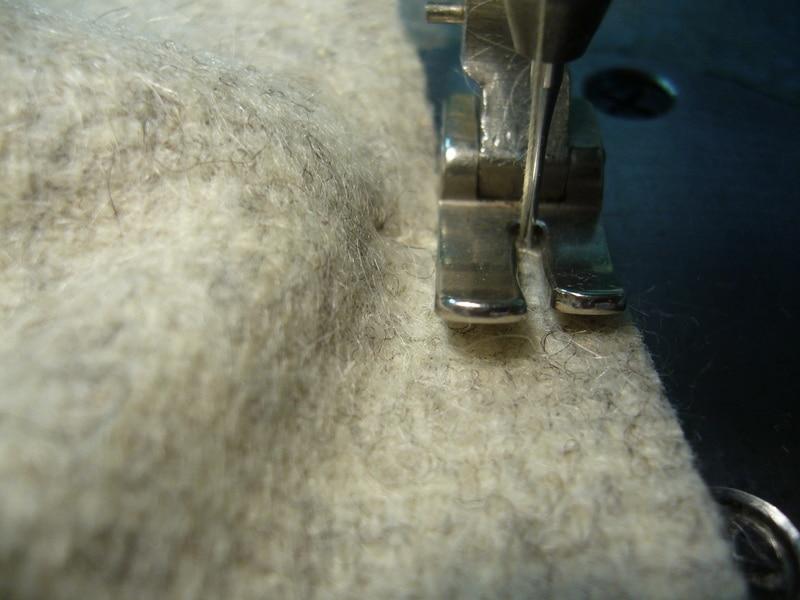 découpage des pièces de confections de vêtements en laine long mai filature ateliers du pigeonnier confection