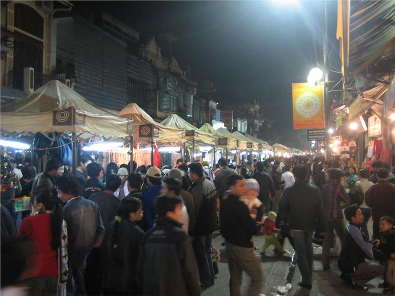 Top most famous night markets in Vietnam
