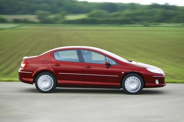 Peugeot 407 on the road