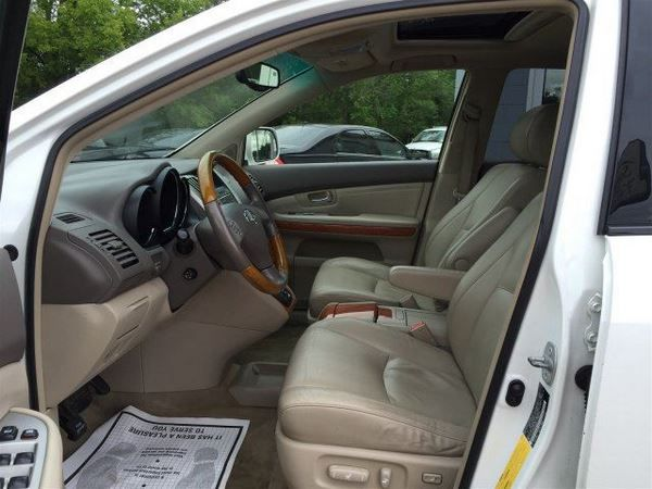 The Lexus RX330 2005 front seat row
