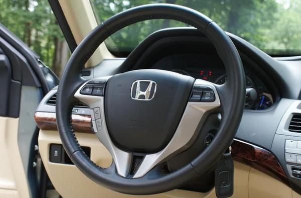 Honda Crosstour 2010 steering wheel