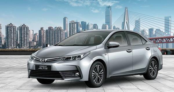 Toyota Corolla Altis angular front