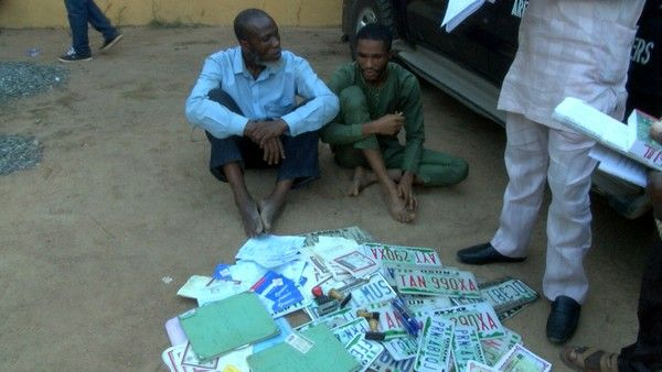 2 men arrested with fake number plates