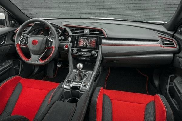 interior-of the-Honda-Civic-hatchback