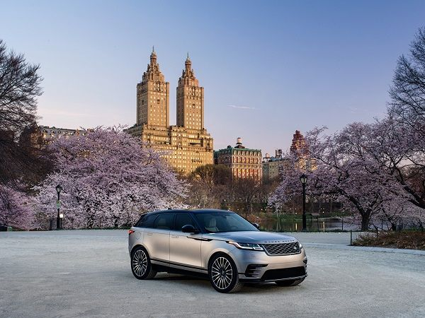 Velar-R-Dynamic-2018-in-the-country-side