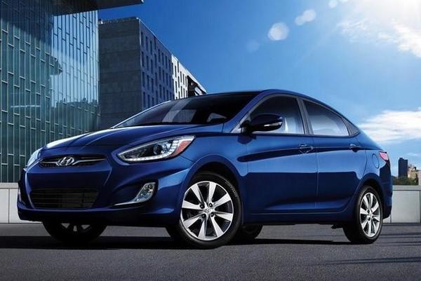 Hyundai-Accent-in-blue