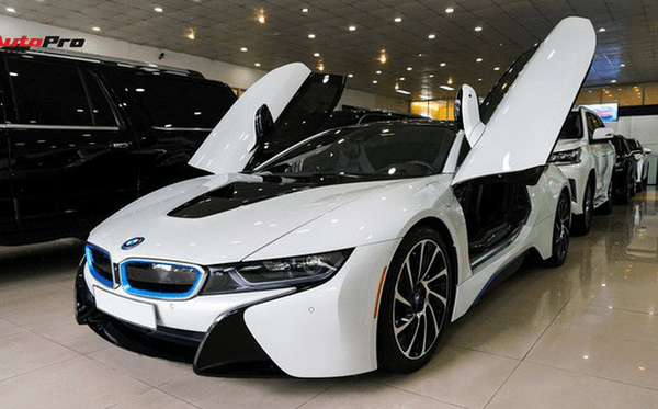 The-BMW-i8-of-Kelechi-Iheanacho