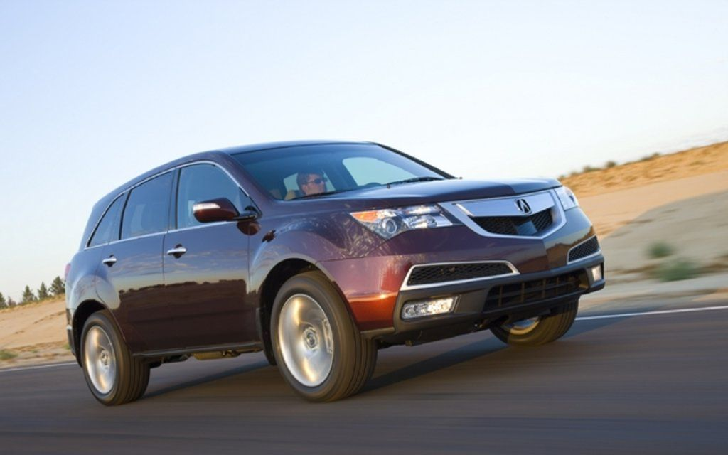 Acura-MDX-speeding-along-the-road