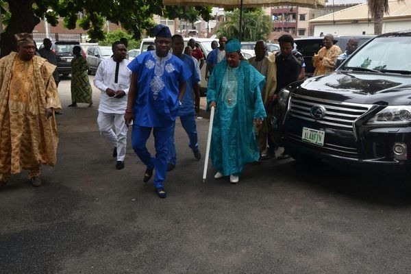 Alafin-of-Oyo-and-his-car