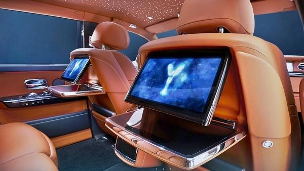 Interior-view-Rolls-Royce-Phantom-2019