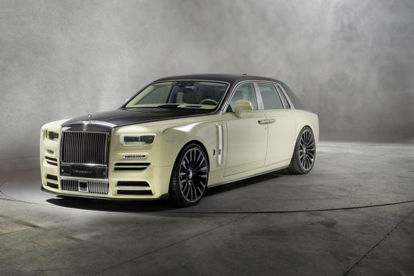 the-front-of-the-Rolls-Royce-Phantom-2019
