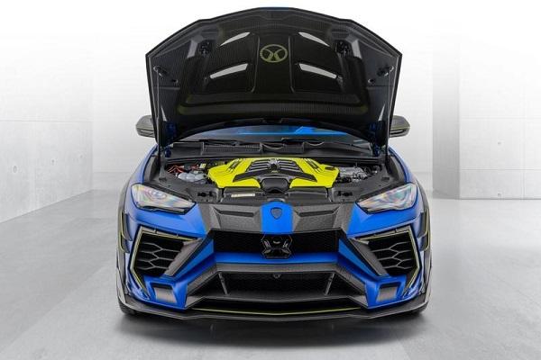 2020-Lamborghini-Urus-engine-view
