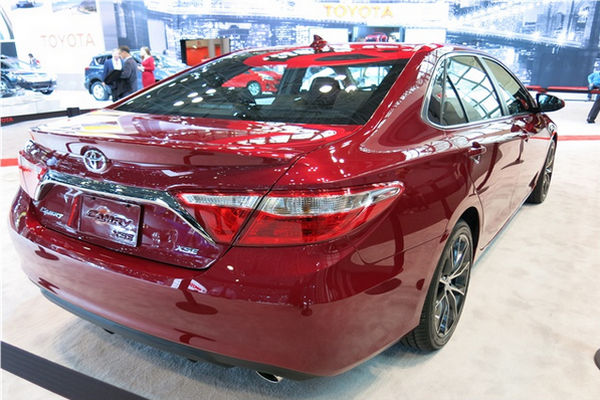 Rear-view-of-the-2015-Camry