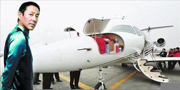 劉德華的私人飛機曝光!沒想到「他們」的飛機一部比一部更奢華,看到周杰倫時我嚇瘋了....!