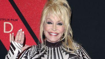 Dolly Parton : cette raison hilarante pour laquelle elle dort avec son maquillage