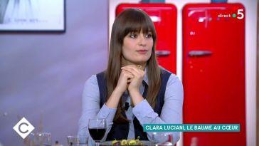 Clara Luciani complexée : la chanteuse évoque ses difficultés à séduire