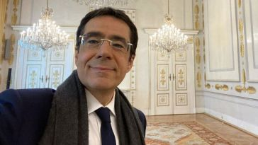 Darius Rochebin : accusé d'agression sexuelle, le journaliste de LCI sort enfin du silence