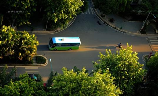 xe bus đưa đón cư dân của Ecopark