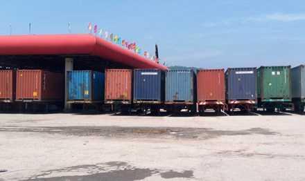 Chiếm đất dịch vụ cây xăng xây bãi container trái phép
