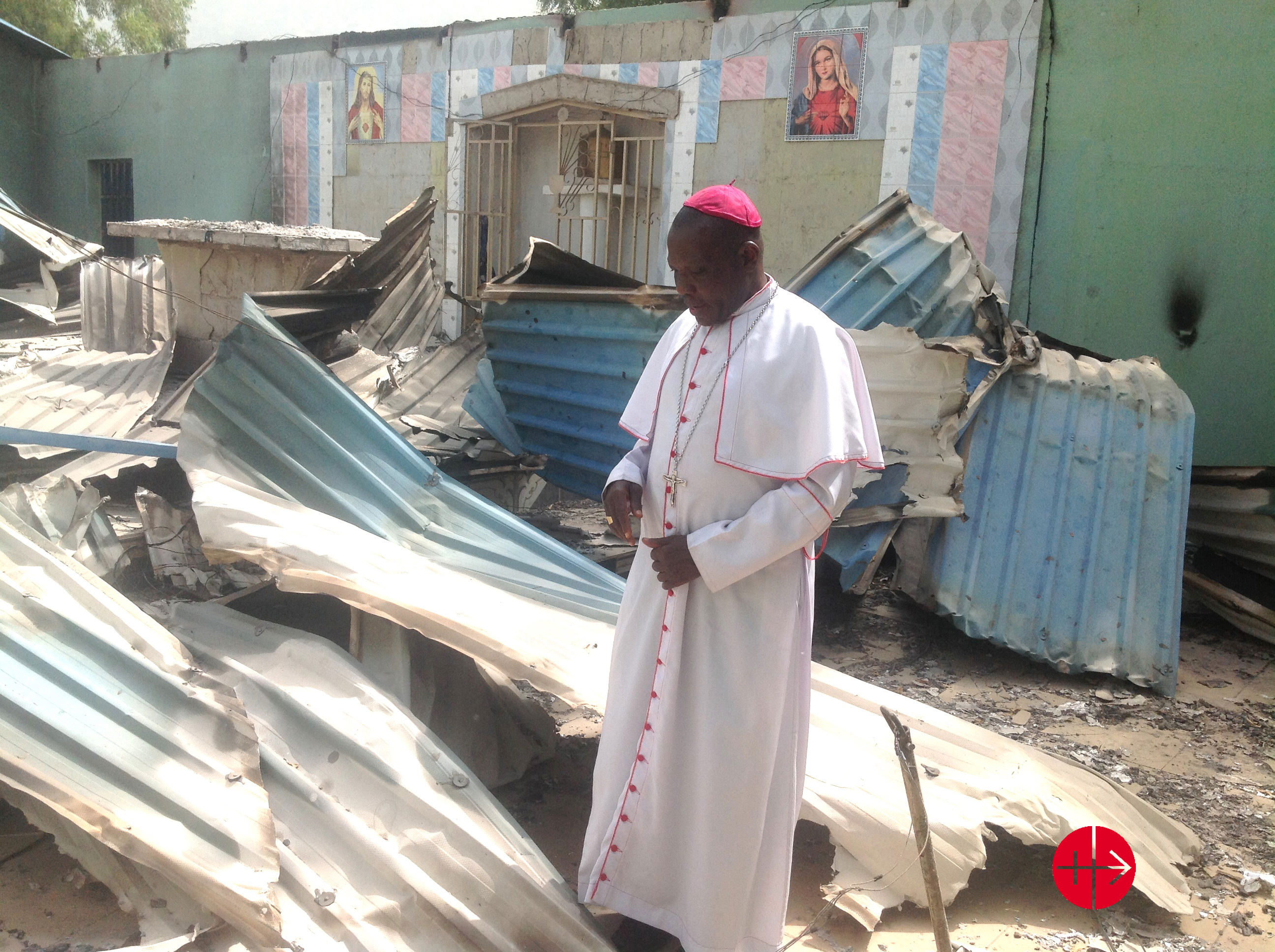 https://i2.wp.com/files.acn-aed-ca.org/0511Nigeria_Bishop-Oliver-Dashe-Doeme-in-the-remains-of-a-Catholic-church-in-Bahuli.jpg