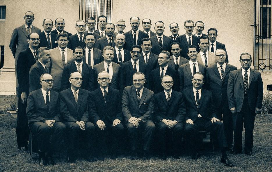 Sob a presidência do pastor Roger A. Wilcox (primeira fila: terceiro da esquerda para a direita). Desse grupo, três se tornariam presidentes da DSA: Enoch de Oliveira (primeira fila: primeiro à esquerda), João Wolff (terceira fila: quinto da esquerda para a direita) e Ruy Nagel (última fila: sexto da esquerda para a direita)