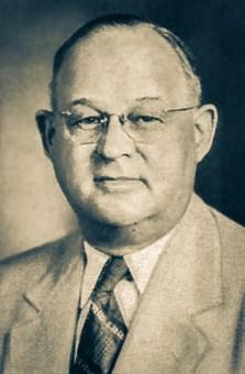 O pastorCARLYLE B. HAYNES(1882-1958) foi, durante muitosanos, evangelista nos EstadosUnidos, tendo realizadopoderosas campanhas nasgrandes cidades do Lestedo país. Além disso, tinhaexperiência administrativacomo presidente da Associaçãoda Grande Nova York. Ele chegou à América do Sul em novembro de 1926.