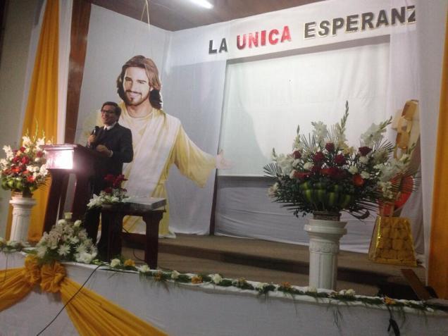 El pastor Carlos Sánchez, presidente de la Iglesia Adventista en Uruguay, fue uno de los oradores de la caravana.