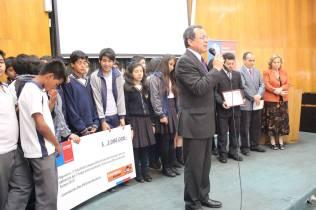 Momento de oración y agradecimiento a Dios por el reconocimiento recibido. © Misión Norte de Chile