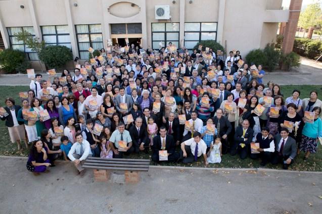 Grupo de participantes junto a los líderes en la cuidad de San Felipe