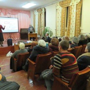May-Ellen Colón durante la presentación en una escuela de música, otro de sus cuatro lugares en Slavyansk, al este de Ucrania. (Cortesía de May-Ellen Colón)