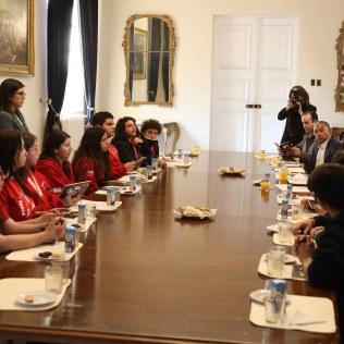 Estudiantes en la casa de gobierno en Chile.