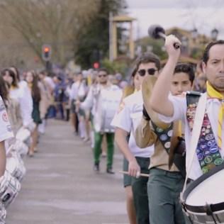 Desfile del Club de Conquistadores en la ciudad de Chillán.