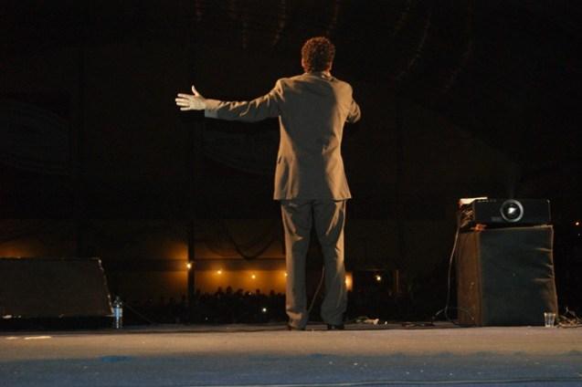 Leonardo Gonçalves cantou várias músicas do seu repertório.