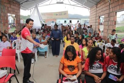 A comunidade e os adventistas de localidades vizinhas compareceram à cerimônia (Foto: Alexon Demétrio)