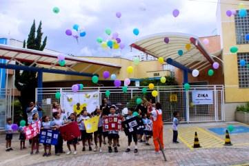 O Colégio Adventista do Tucuruvi soltou balões com mensagens em prol do combate ao mosquito na sexta-feira,19. No último domingo, 21, a Escola Aberta foi realizada com 500 pessoas da comunidade para fornecer informações sobre formas de combater o zika vírus.