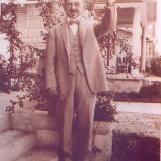O pioneiro em Santo Amaro, São Paulo, já formado em Medicina com especialização em Fisioterapia.