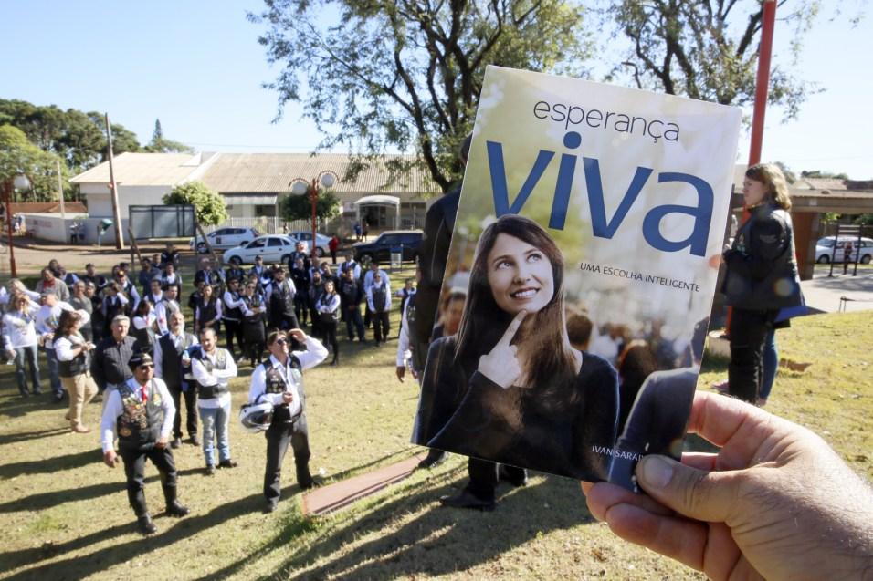 Motociclistas distribuíram o livro Esperança Viva na cidade de Itambé