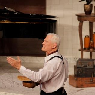 Pastor Edwin Mayer encena os primórdios da Escola Sabatina no território sul-americano