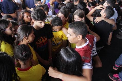 Os grupos se uniram e oraram juntos