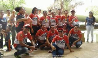 Jovens que participam da missão calebe distribuíram água mineral